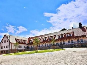 Dvůr Krutěnice - Hotel & Riding Resort