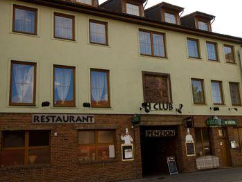 H CLUB restaurant-penzion