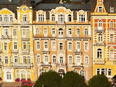***Hotel Flora