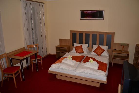 Pokoj č.4 s terasou,kuchyňským koutem a soc.zařízením.