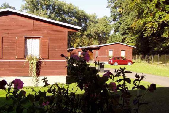 vlevo chata č. 1, vpravo č. 12