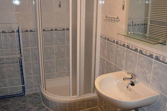 koupelna v modrém apartmánu