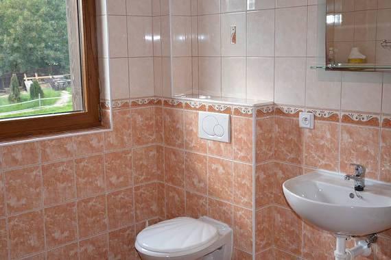 koupelna v oranžovém apartmánu