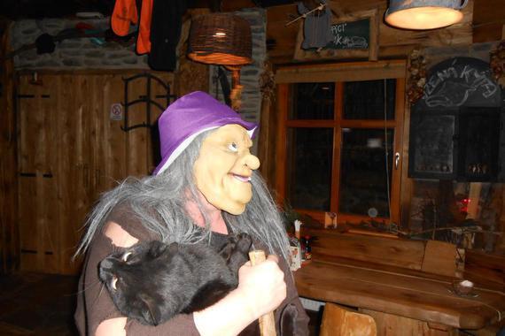 Tak to jsem já Babuška Jaguška a už se těším až si vás budu vykrmovat v naší chaloupce.