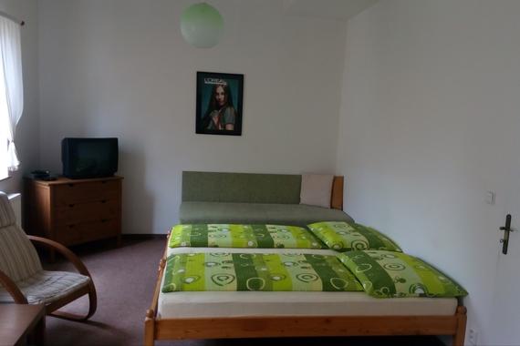 Větší apartmá - 2 obytné místnosti (max. 3+4 osob)