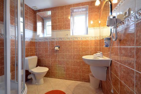 Koupelna dvoulůžkového pokoje -standard