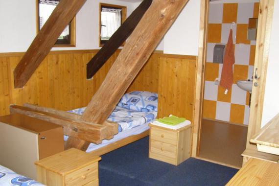 pokoj v hlavní budově