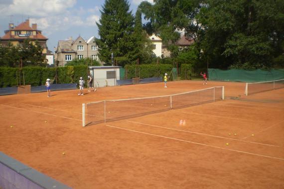 antukové tenisové dvorce