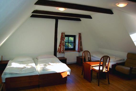 Pokoje jsou 2 až 4 lůžkové, některé s možností přistýlky.