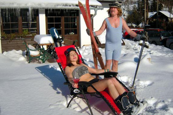V blízkosti jsou lyžařské areály a udržované běžecké stopy od našeho domu.