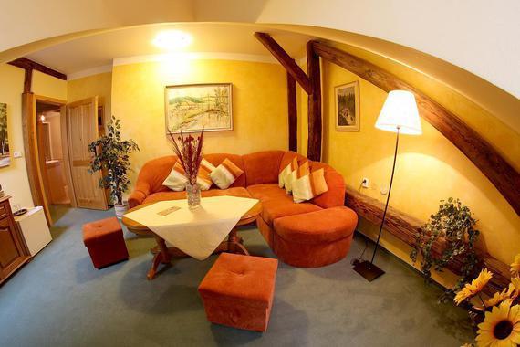 obývací pokoj malý apartmán rustikální budova
