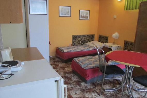 Tento  2 lůžk. pokoj je vhodný pro hosty, kteří nemají rádi velké horko a schody, suterén 499