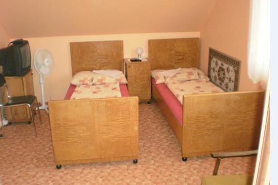 Mohelno 499, 2 lůžkový pokoj s příslušenstvím, společná kuchyně pro 3 pokoje