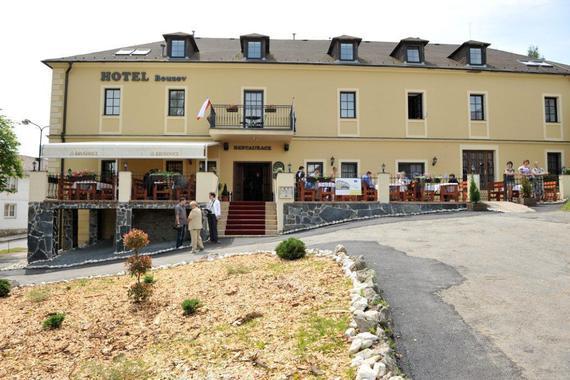 slunný Hotel Bouzov Ubytování jako v pohádce