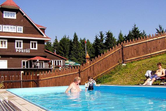 bazén pro ubytované v ceně