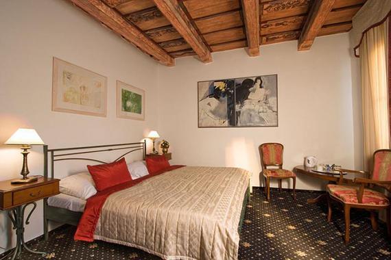 Hotel U 3 PŠTROSŮ foto 3