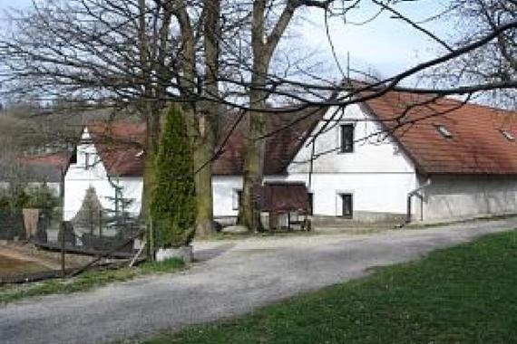K areálu patří budova statku