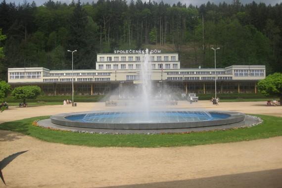 Vodotrysk na lázeňském náměstí