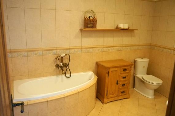 Vana v koupelna v apartmánu