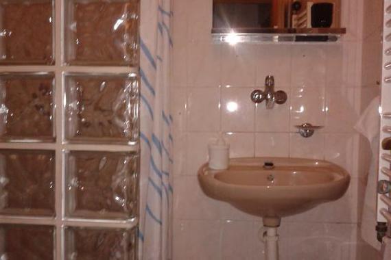 koupelna u třílůžkového pokoje