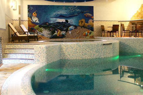Bazén s whirlpool.