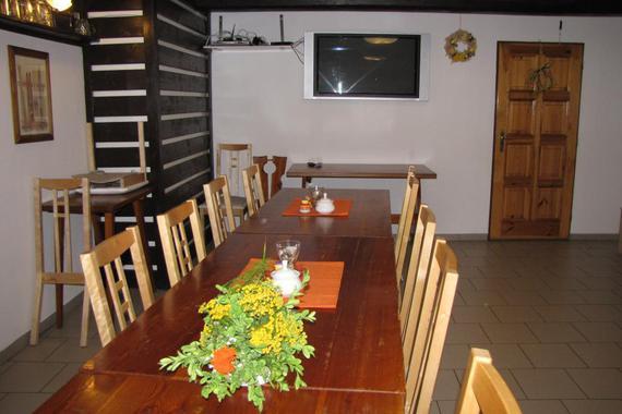 restaurace k večernímu posezení a současně jídelna pro ubytované