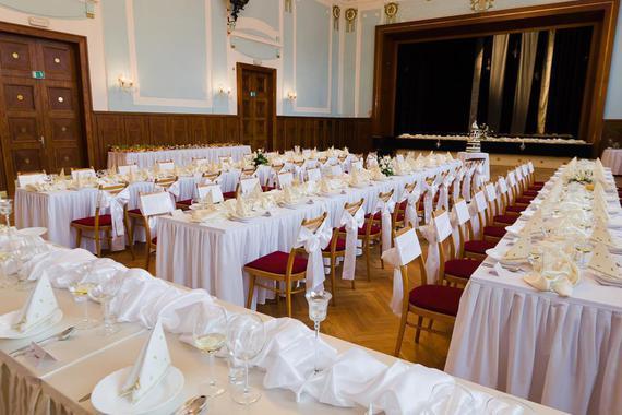 svatební tabule ve velkém sále