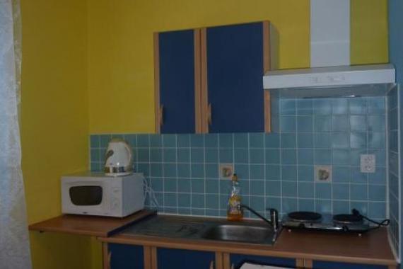 kuchyňka na pokoji penzionu Chrudimák