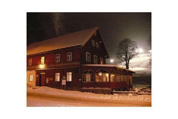 Penzion s pohledem na noční lyžování
