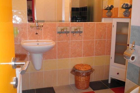 Společná koupelna pro pokoj č. 4 , 1  a 2
