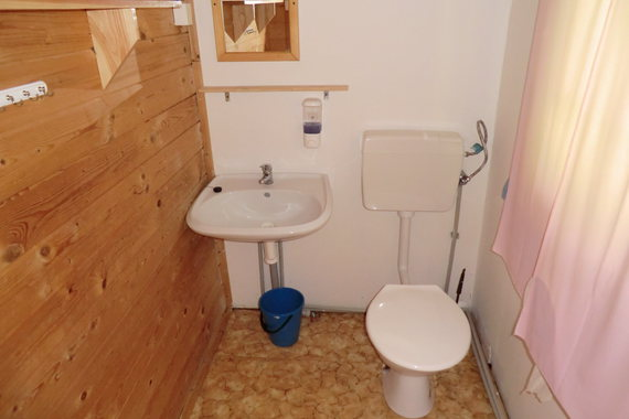 wc a teplá voda chatka