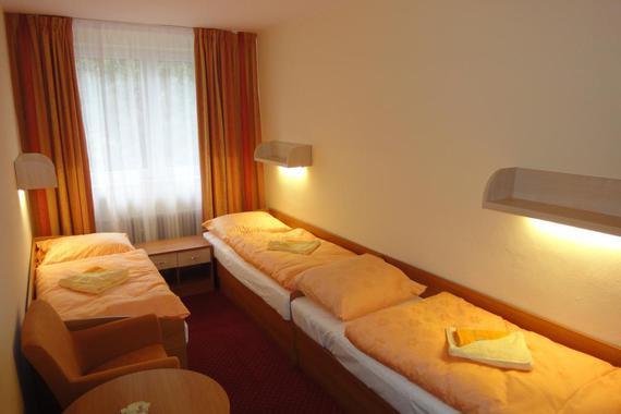 Pokoj apartmánu - 3 lůžka