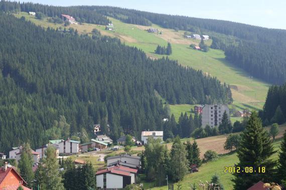 výhled na údolí od nás