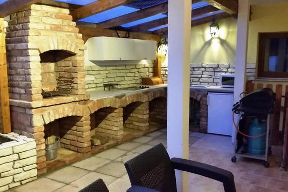 NOVINKA letní kuchyně k dispozici zdarma pro hosty hotelu okuste vaření venku při koupání a s čerst