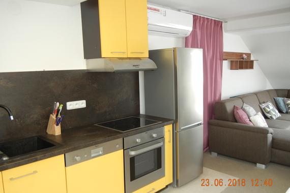 kuchyně s jídelnou a obývákem  cca  33 m2