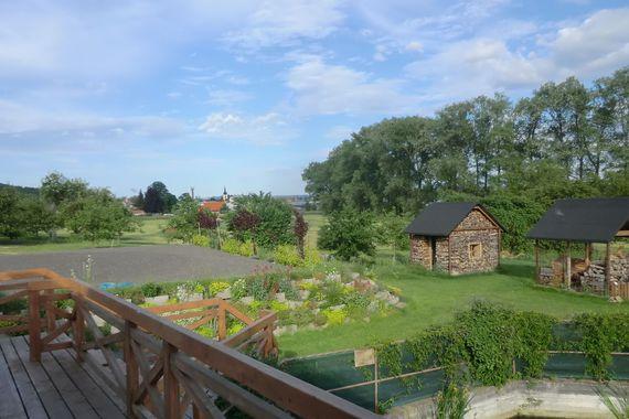 výhled z terasy restaurace Luční penzion