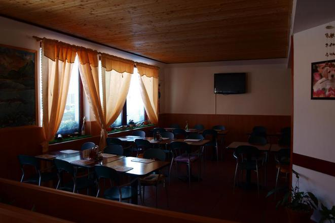 Tichá nekuřácká restaurace v přízemí od 10h-do 23h denně