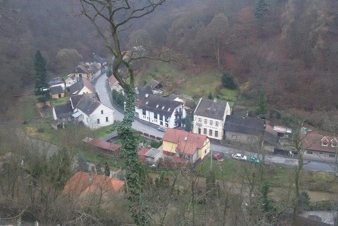pohled na penzion z hradu....