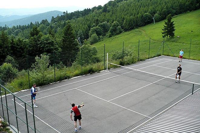 sportovní hřiště u hotelu