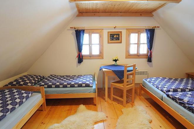 větší pokoj v podkroví (chalupa)