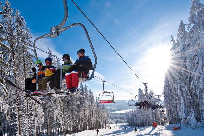 Skiareál Lipno - skvělá volba pro rodinné lyžování. Hodnocen jako jeden z nejlepším a nerychleji se
