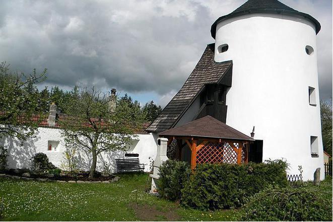 Hradební věž Žumberk foto 1