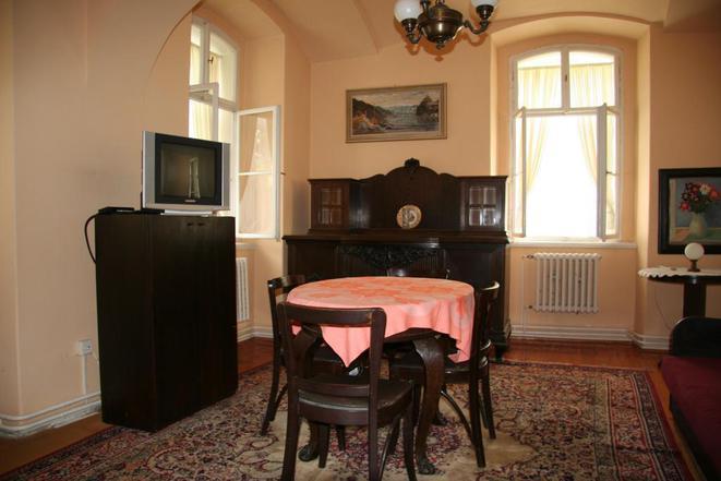 č.1...apartmán s dvěmi ložnicemi, prostorným společenským pokojem, koupelnou, wc, kuchyní a předsíňí