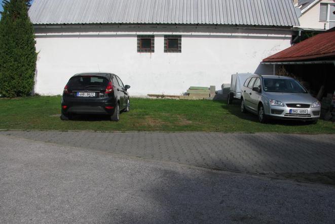 parkovací místa v uzamčené zahradě