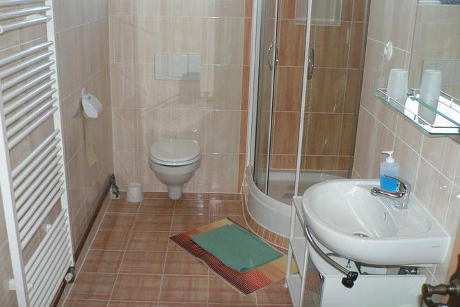 Společná koupelna pro pokoje bez sociálního zařízení