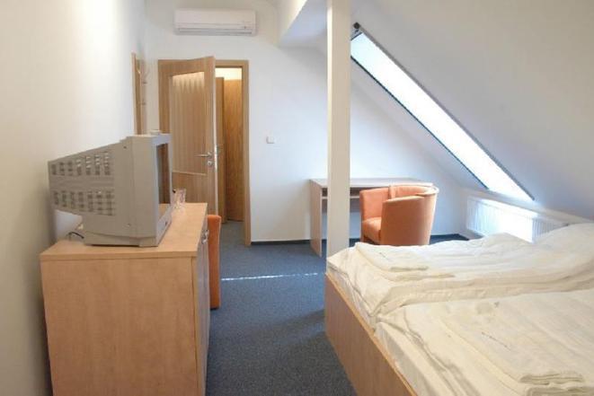 třílůžkový pokoj č. 301