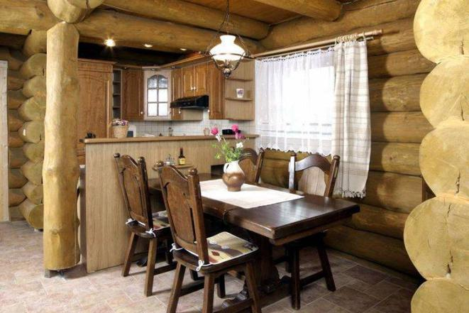 Kanadský srub Yukon - jídelna