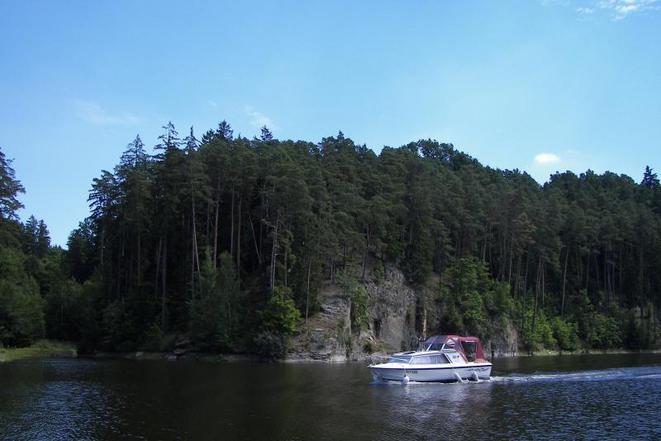 Půjčovna lodí - kajutová loď