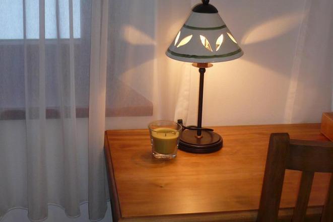 Žlutý pokoj - stůl