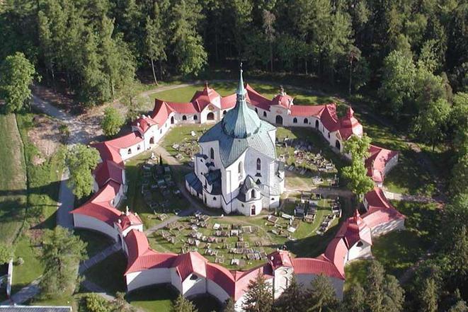 Památka UNESCO - kostel sv. Jana Nepomuckého na Zelené hoře ve Žďáře nad Sázavou